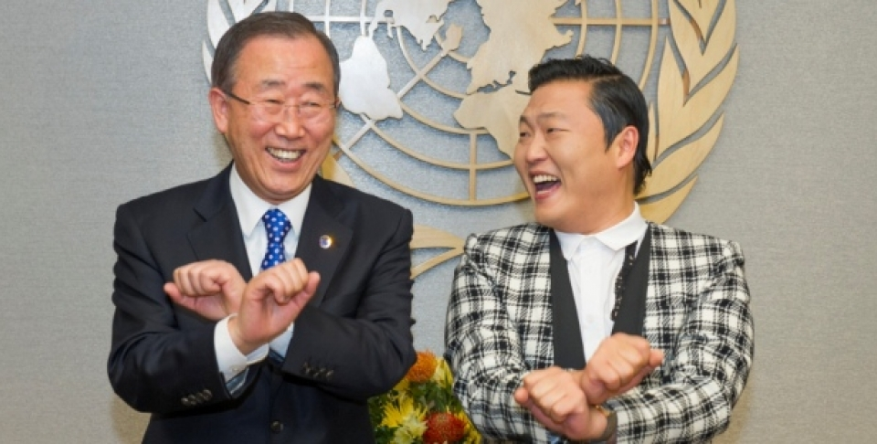 UN Secretary-General Ban Ki-moon (left) attempts one of the dance moves made famous by Psy (right), singer from the Republic of Korea, during their meeting. (UN Photo/Eskinder Debebe)