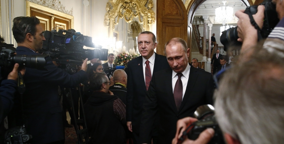Russian President Vladimir Putin, arrives with Turkey's President Recep Tayyip Erdogan, for a joint news conference, following their meeting in Istanbul, Monday, Oct. 10, 2016. (AP Photo/Emrah Gurel)