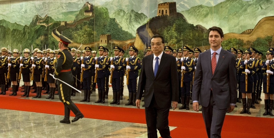 Canadian Prime Minister Justin Trudeau walks with Chinese Premier Li Keqiang during a welcome ceremony in Beijing, China on Dec. 4, 2017. (AP Photo/Ng Han Guan)