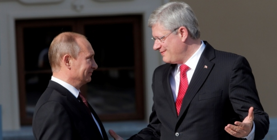 Russia's President Vladimir Putin, left, speaks with Canada's Prime Minister Stephen Harper during arrivals for the G-20 summit. (AP Photo/Dmitry Lovetsky)