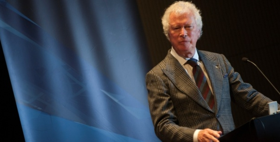 "Ken Taylor, Canada's former ambassador to Iran, addresses the audience in his CIGI Signature Lecture ""The Real Story of the Iran Hostage Crisis."" (Lisa Malleck/CIGI)"