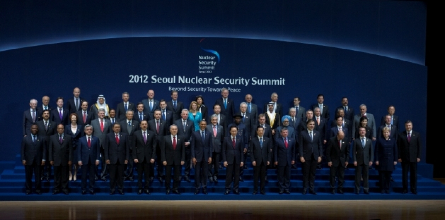 A group photo of world leaders at the 2012 Nuclear Security Summit. (UN Photo/Eskinder Debebe)