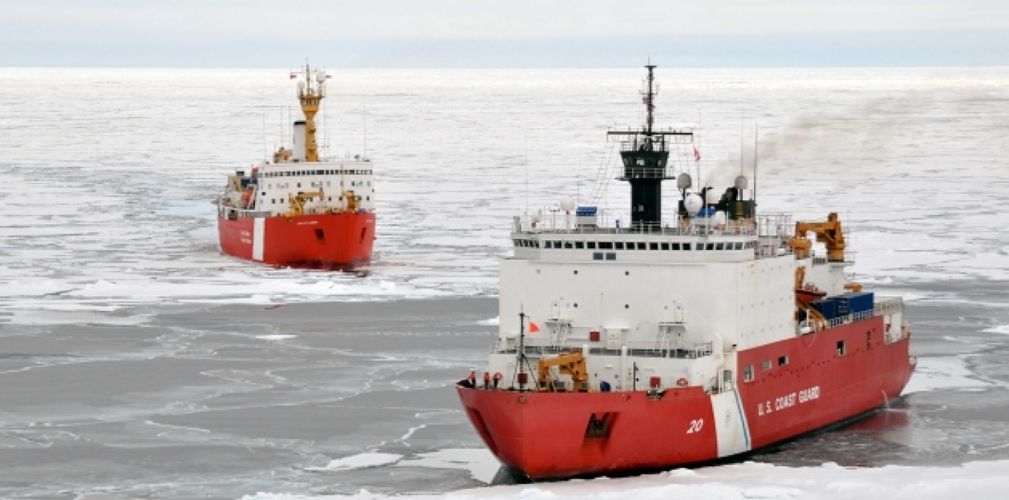 The Canadian Coast Guard Ship Louis S. St-Laurent makes an approach to the Coast Guard Cutter Healy in the Arctic Ocean, Sept. 5, 2009. (Wikicommons: Petty Officer 3rd Class Patrick Kelley).