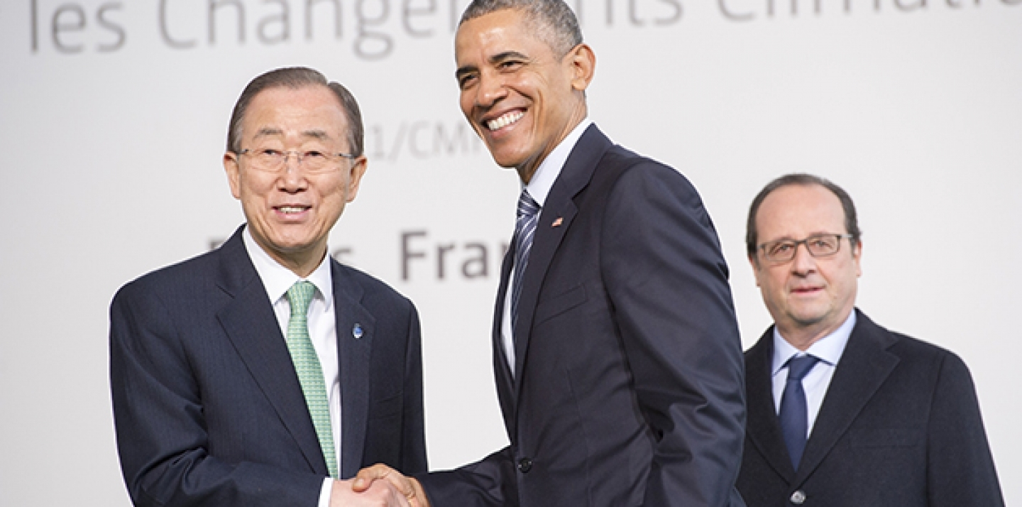 UN Secretary-General Ban Ki-moon greets US President Barack Obama on November 30, upon his arrival on the first day of COP21, taking place in Paris. Behind Mr. Obama is François Hollande, President of France. (UN Photo/Rick Bajornas)