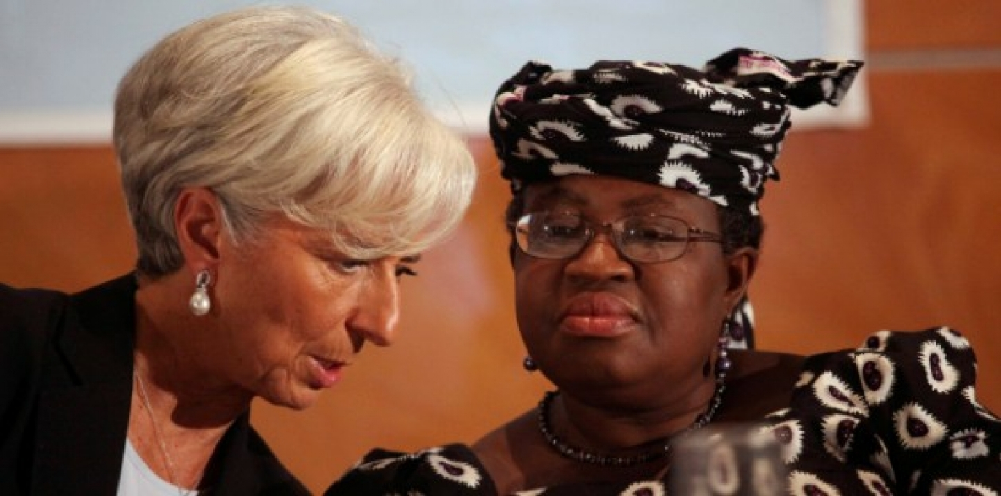 IMF Managing Director Christine Lagarde and Nigeria's Finance Minister Ngozi Okonjo-Iweala confer during roundtable meeting with Nigerian business executives in Lagos, Nigeria, Dec 20, 2011. (AP Photo/Sunday Alamba)