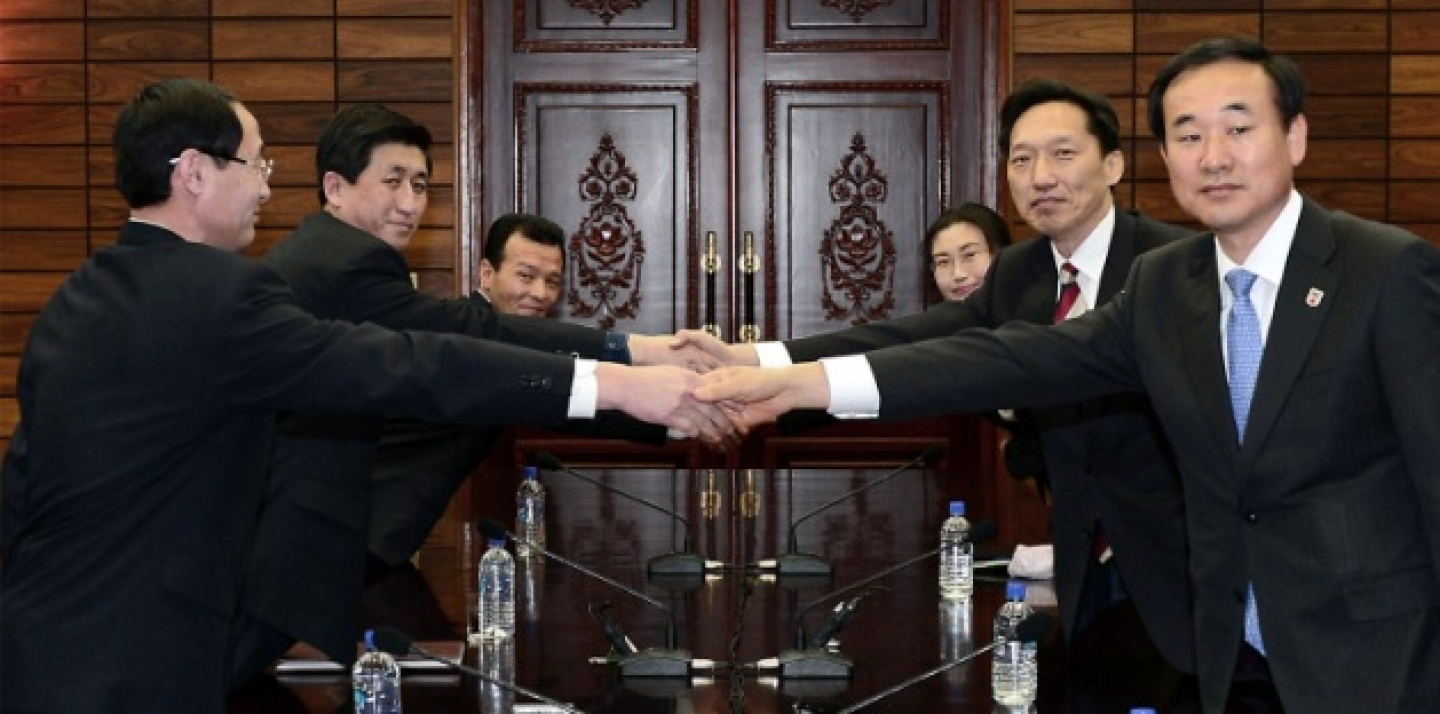 The head of South Korea's working-level delegation Lee Duk-haeng, center right, shakes hands with his North Korean counterpart Park Yong Il, center left, during their meeting at Tongilgak in the North Korean side of Panmunjom, which has separated the two Koreas since the Korean War, Wednesday, Feb. 5, 2014. (AP Photo/South Korean Unification Ministry)