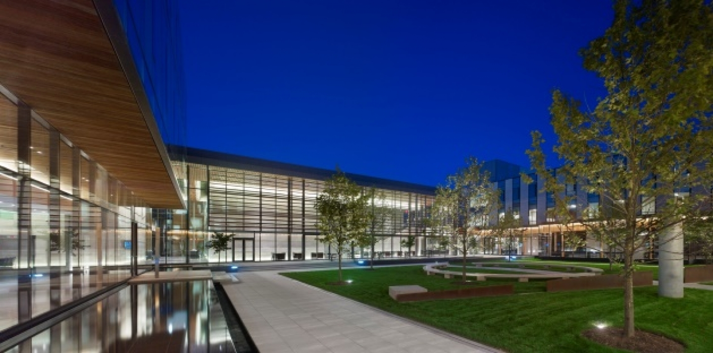 (CIGI Courtyard / Tom Arban)