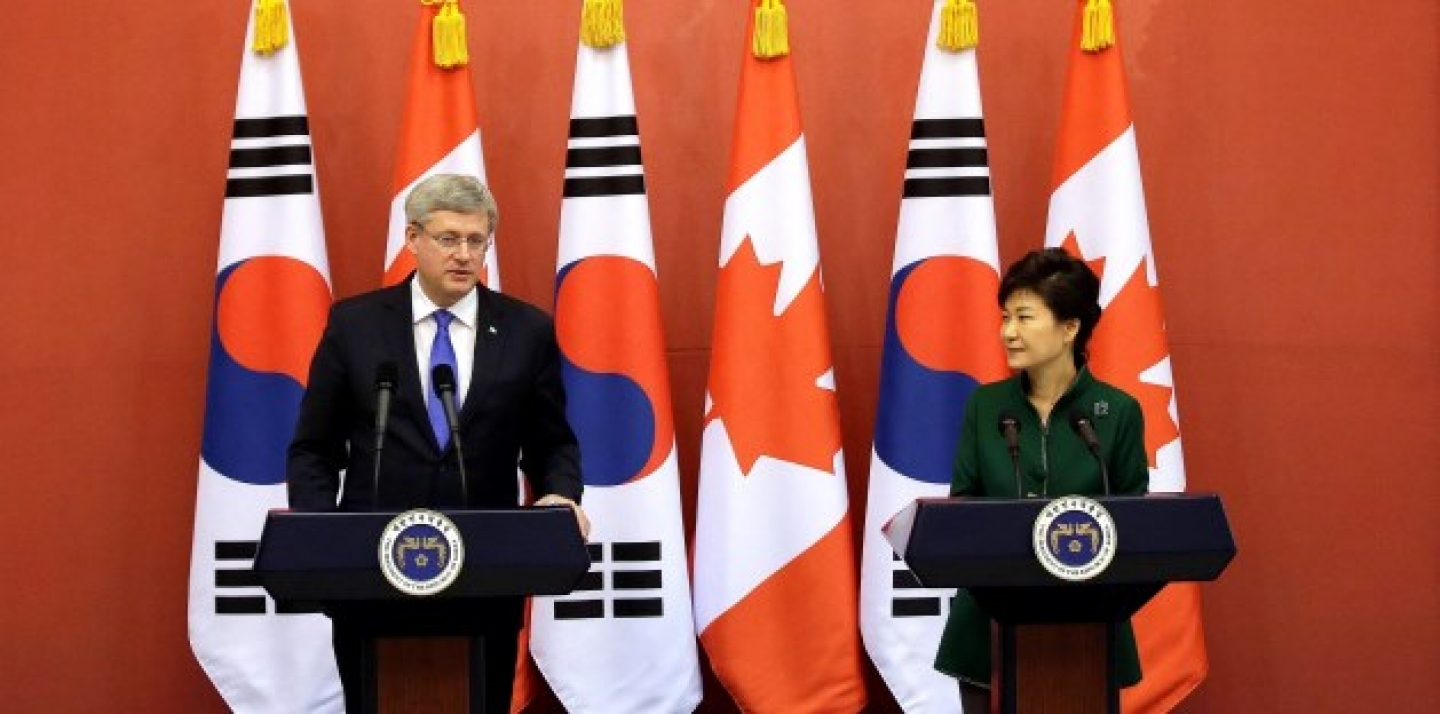 Canadian Prime Minister Stephen Harper, left, answers reporters' question as South Korean President Park Geun-hye, right, listens on during joint press conference, Tuesday, March 11, 2014.(AP Photo/Lee Jin-man, Pool)
