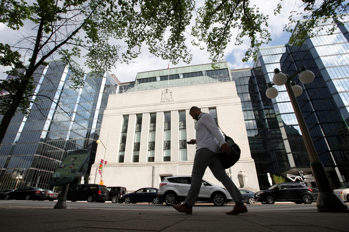 A pedestrian walks past the Bank of Canada building in Ottawa, Canada. (REUTERS/Chris Wattie)