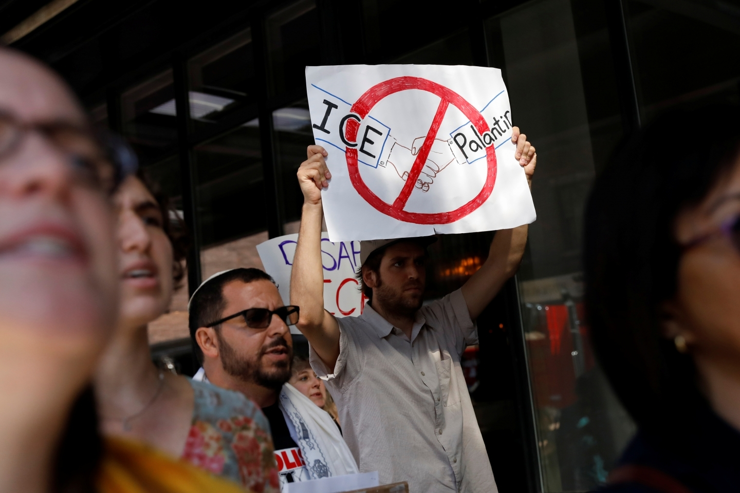 Activists protest outside the Palantir Technologies software company for allegedly helping ICE and the Trump administration in New York City on September 13, 2019. (REUTERS/Shannon Stapleton)