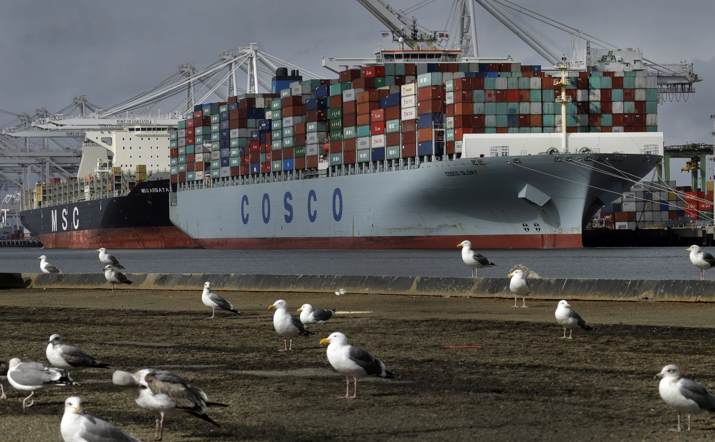 Chinese container ship Cosco Glory waits to be unloaded at the Port of Oakland (AP Photo/Ben Margot, File)