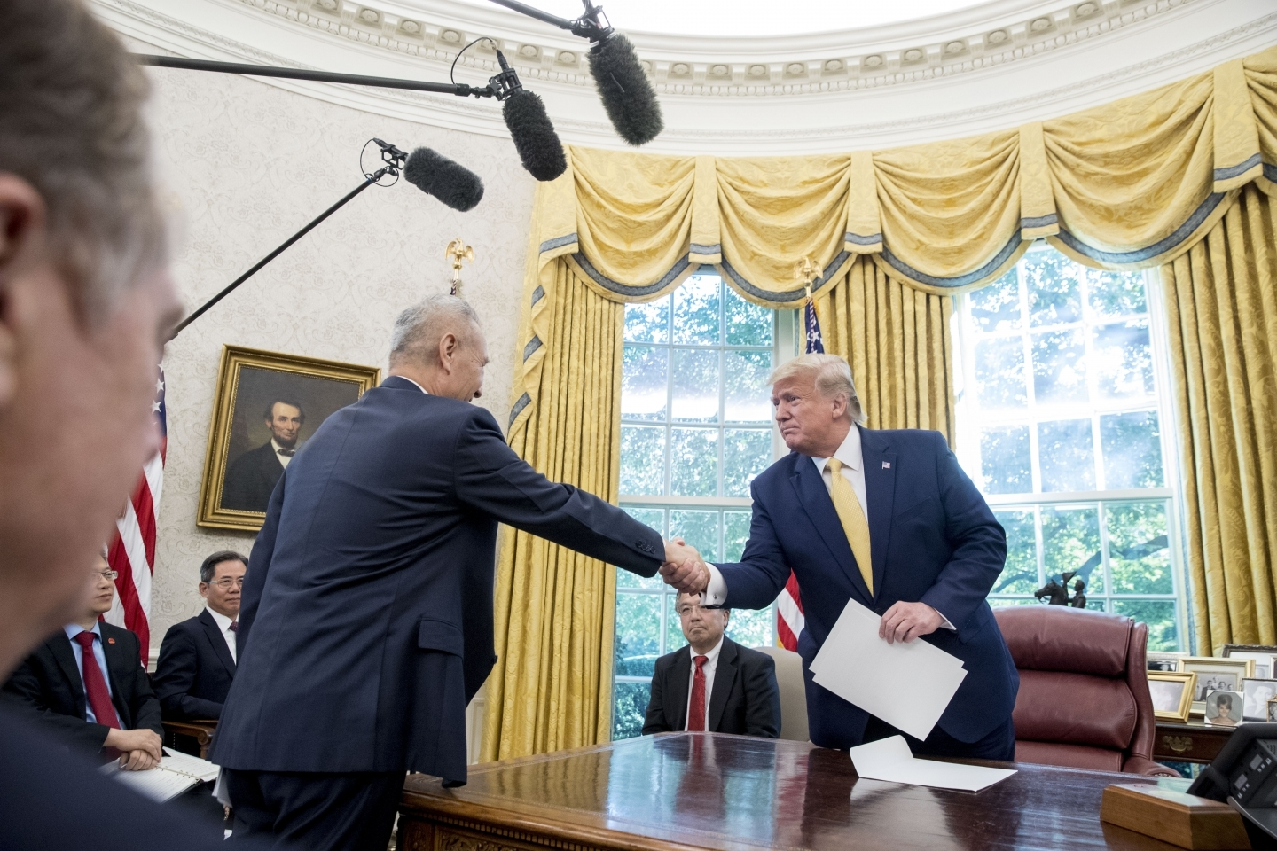 President Donald Trump shakes hands with Chinese Vice Premier Liu He after being given a letter in the Oval Office of the White House in Washington, October 11, 2019. (AP Photo/Andrew Harnik)
