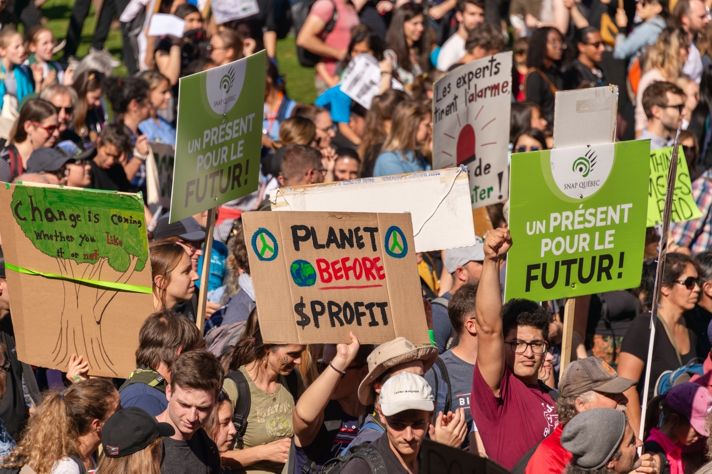 Demonstrators take part in the Montreal Climate March. (Shutterstock)