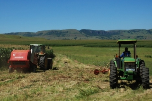Farming tractors in the Enkangala grasslands of KwaZulu Natal, South Africa. (UN Photo/Gill Fickling)