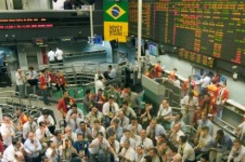 Traders work on the floor of Brazil's Mercantile and Futures Exchange in Sao Paulo. (AP Photo/Andre Penner)