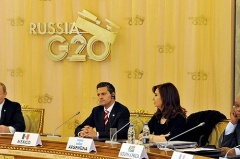 President Jacob Zuma, President of Argentina Cristina Fernandes de Kichner and President of Mexico Enrique Nieto listen to President of Russia Vladimir Putin as he addresses the G20 Leaders Summit. (Photo: GCIS via Flickr CC)