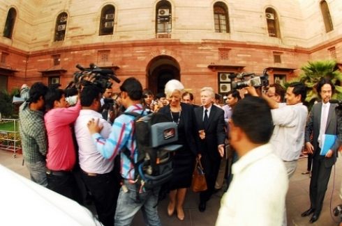 IMF Managing Director Christine Lagard surrounded by press while visiting India. (Flickr Photo/International Monetary Fund)