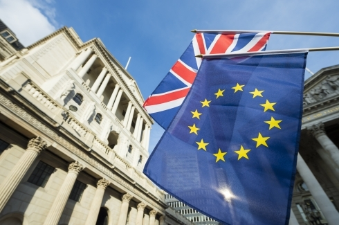 EU and UK flags in front of Bank of England