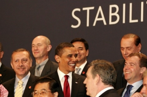 Leaders of the world pose for a group photo during the London Summit at ExCeL London, United Kingdom on 2 April 2009. (Flickr Photo / London Summit via CC BY-NC-ND 2.0)