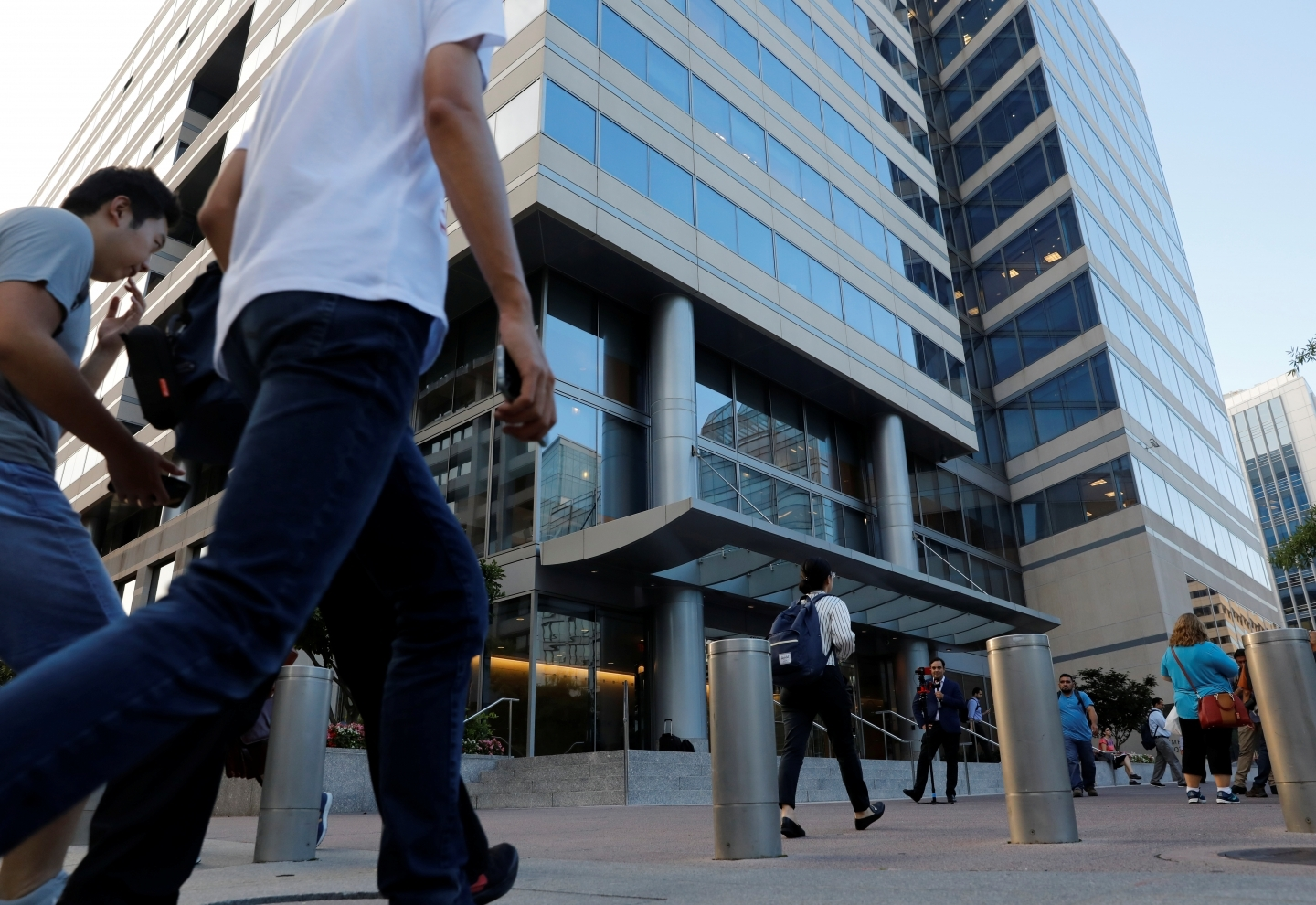 People walk past the International Monetary Fund headquarters building in Washington. (Reuters/Yuri Gripas)
