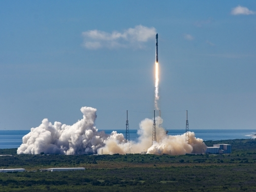 SpaceX launches its eleventh Starlink mission into space aboard a Falcon 9, which included 58 Starlink satellites. (Space X courtesy/Latin America News Agency)