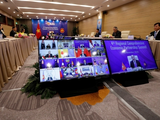 Vietnam's Prime Minister Nguyen Xuan Phuc chairs the fourth Regional Comprehensive Economic Partnership Summit in Hanoi, Vietnam on November 15, 2020. (REUTERS/Kham)