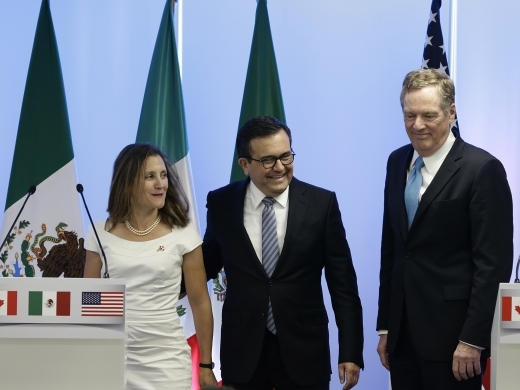 Canadian Foreign Affairs Minister Chrystia Freeland, Mexico's Secretary of Economy Ildefonso Guajardo Villarreal and US Trade Representative Robert Lighthizer, take part in a press conference during an early round of NAFTA renegotiation in September 2017. (AP Photo/Marco Ugarte)