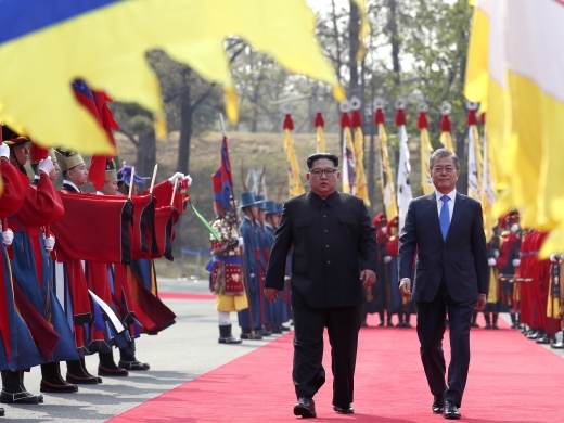 North Korean leader Kim Jong-un and South Korean President Moon Jae-in walk during a welcome ceremony at the Panmunjom in the Demilitarized Zone on April 27, 2018. (Korea Summit Press Pool via AP)