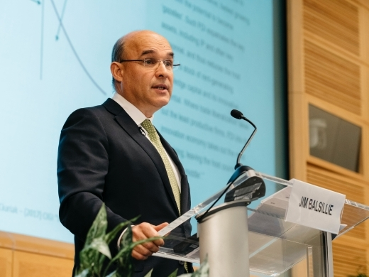 Jim Balsillie delivers a speech at the IMF