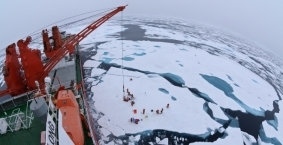 Drift ice camp in the middle of the Arctic Ocean as seen from the deck of icebreaker Xue Long. (Wikicommons / Timo Palo)