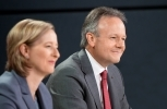 Governor Stephen Poloz and Senior Deputy Governor Carolyn Wilkins. (Bank of Canada Photo)