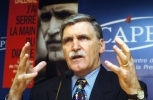 Retired Lieutenant-General Roméo Dallaire at a Paris press conference in February 2004. (AP Photo/Christophe Ena)