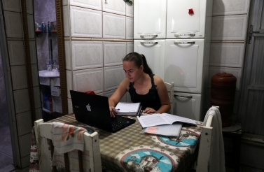 Camille Soares studies at home during the outbreak of the coronavirus disease in Rio de Janeiro, Brazil on October 2, 2020. (Reuters/Pilar Olivares)