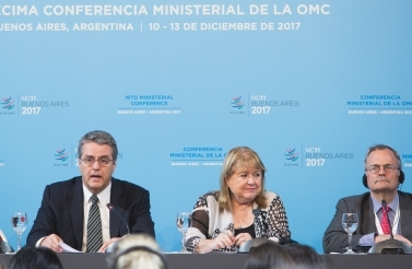 WTO Director-General Roberto Azevêdo, Ministerial Conference Chair Susana Malcorra and WTO Spokesperson Keith Rockwell at the MC11 press conference. (WTO/Cuika Foto)