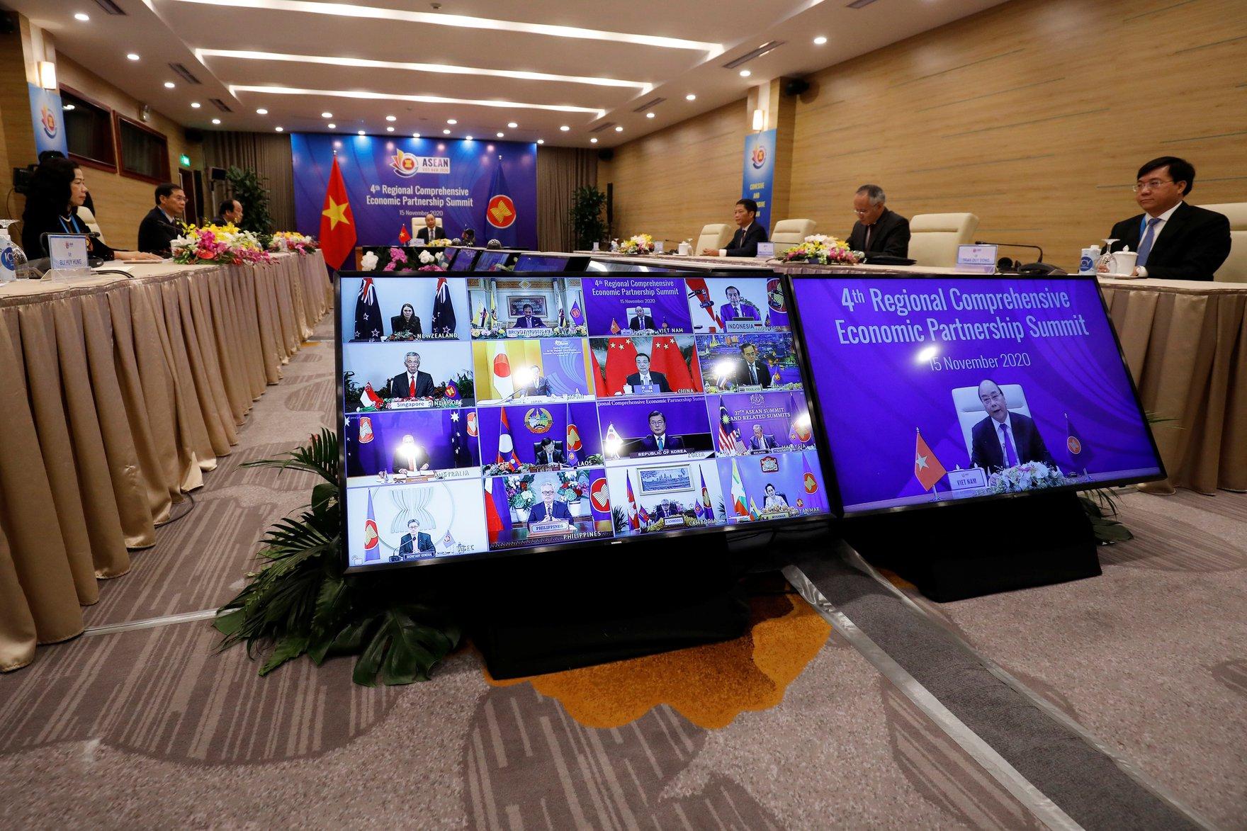 2020-11-15T041007Z_788125379_RC2G3K9CPX8H_RTRMADP_3_ASEAN-SUMMIT-RCEP.JPG